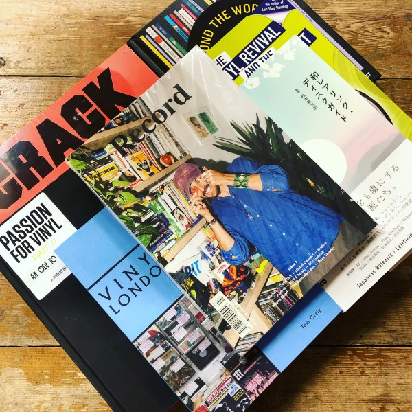 books-magazines-charts-picture-cover